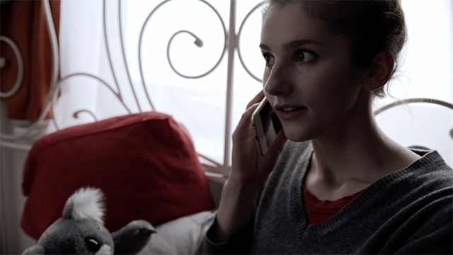 Jule telefoniert.